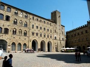Palazzo-dei-Priori-300x225